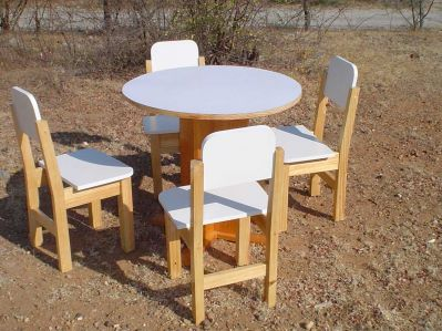 Sillas y mesas ninos dise os arquitect nicos - Mesa madera ninos ...